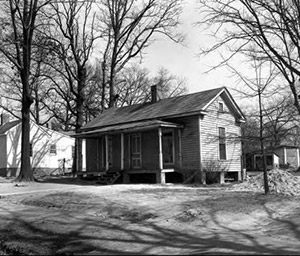 An exterior view of a Greensboro mill village house in 1949. (Photo: Carol W. Martin/Greensboro Historical Museum Collection.)